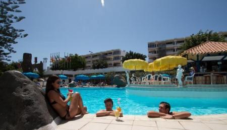 relax at Hotel Rey Carlos