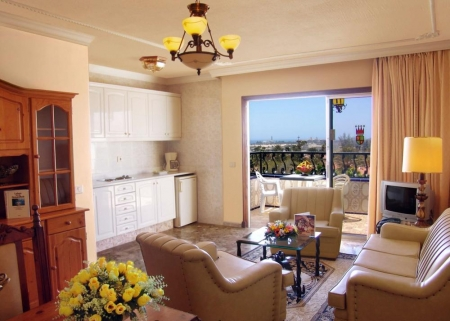 Suite in Hotel Rey Carlos